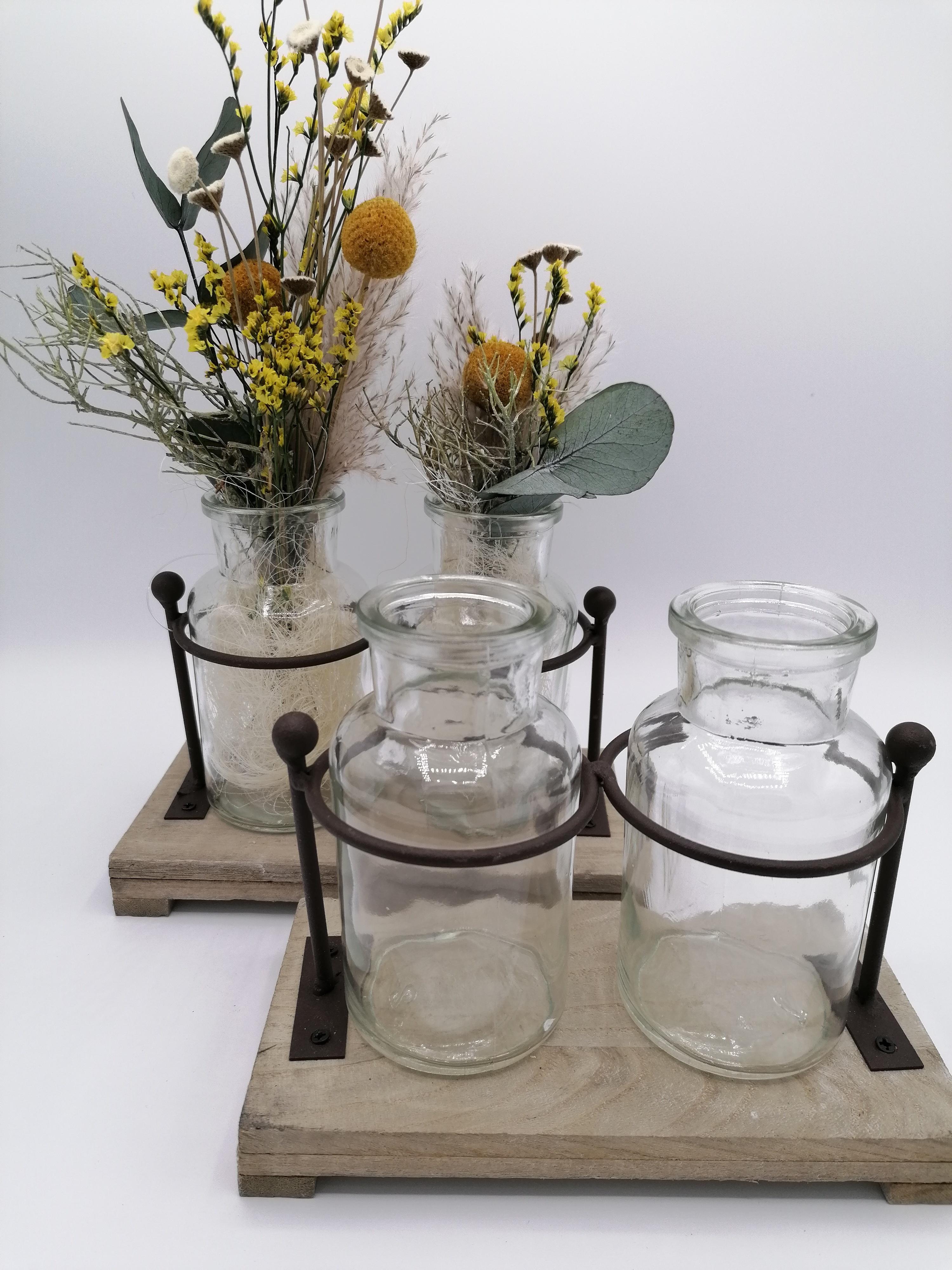 Holz-Metallgestell mit 2 Glasvasen